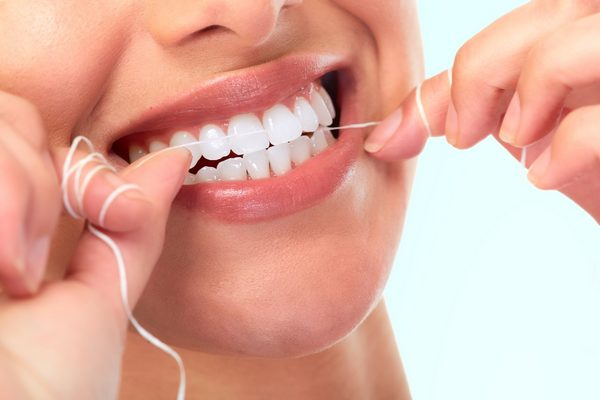 Зубная нить (флосс) – абсолютная необходимость при чистке зубов. Зубная нить: виды и советы по правильному использованию