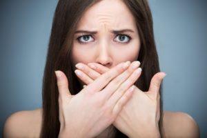 Как удалить запах лука изо рта